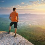 Ako chrániť svoje oči a pokožku pred slnkom na horách?