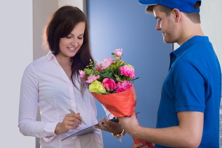 Donáška kvetov: Prečo je ideálnym valentínskym darčekom?